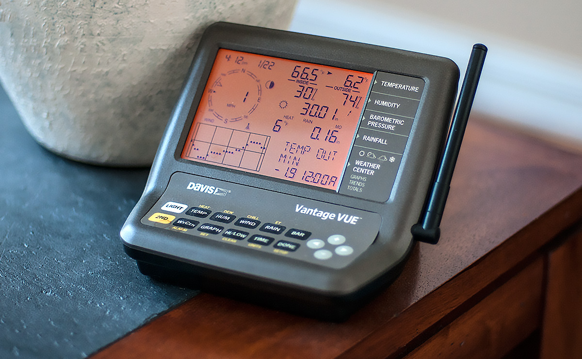 Davis Vantage Vue personal weather station console